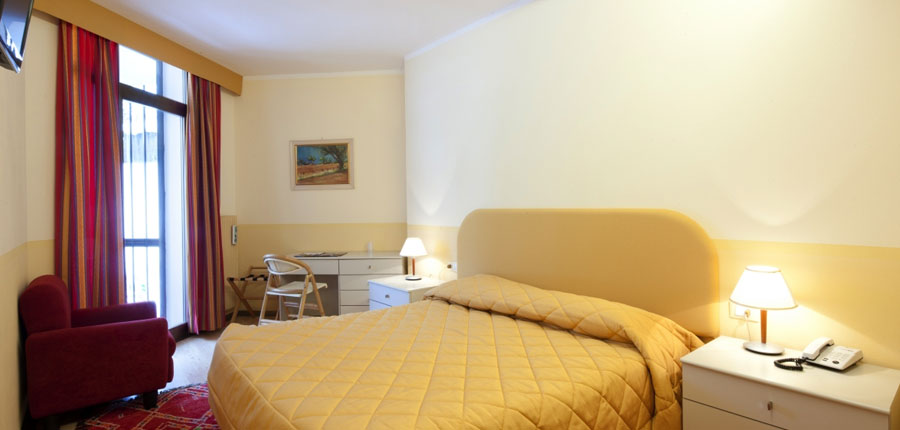 italy_dolomites-ski-area_arabba_hotel_Portavescovo_bedroom.jpg